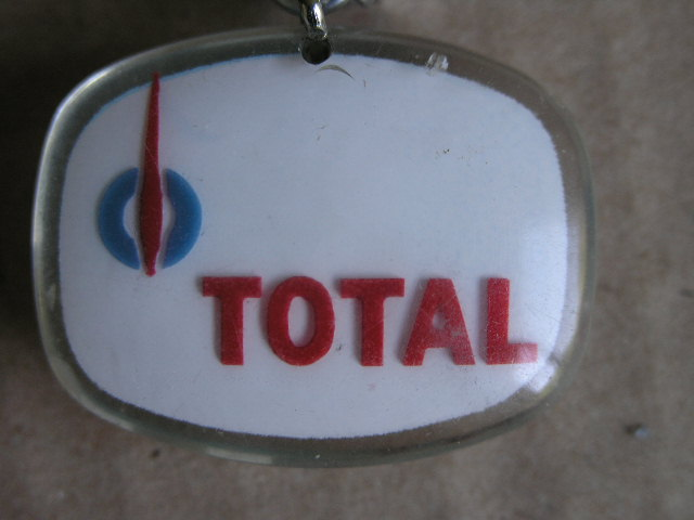 Schlüsselanhänger von Total mit dem Citroën DS