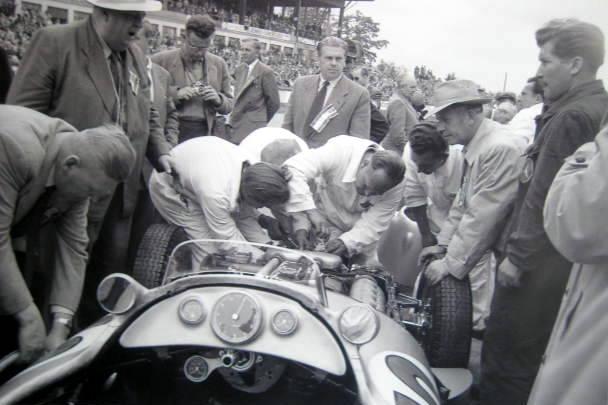 Mercedes-Benz W196 #18 Fangio - Neubauer-Nallinger-Uhlenhaut - Nurburgring 1954