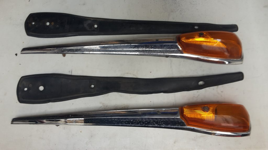Blinkersatz Vorn --Mercedes Benz 300 Adenauer  W 186 gebrauchter Zustand mit Gummi Unterlage