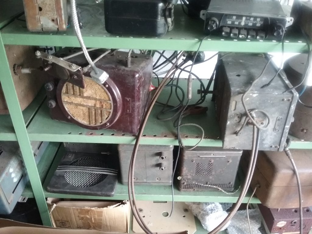 KONVOLUT USA AUTORADIOS OLDTIMER BUICK OLDSMOBILE PHILCO MOTOROLA DELCO FORD