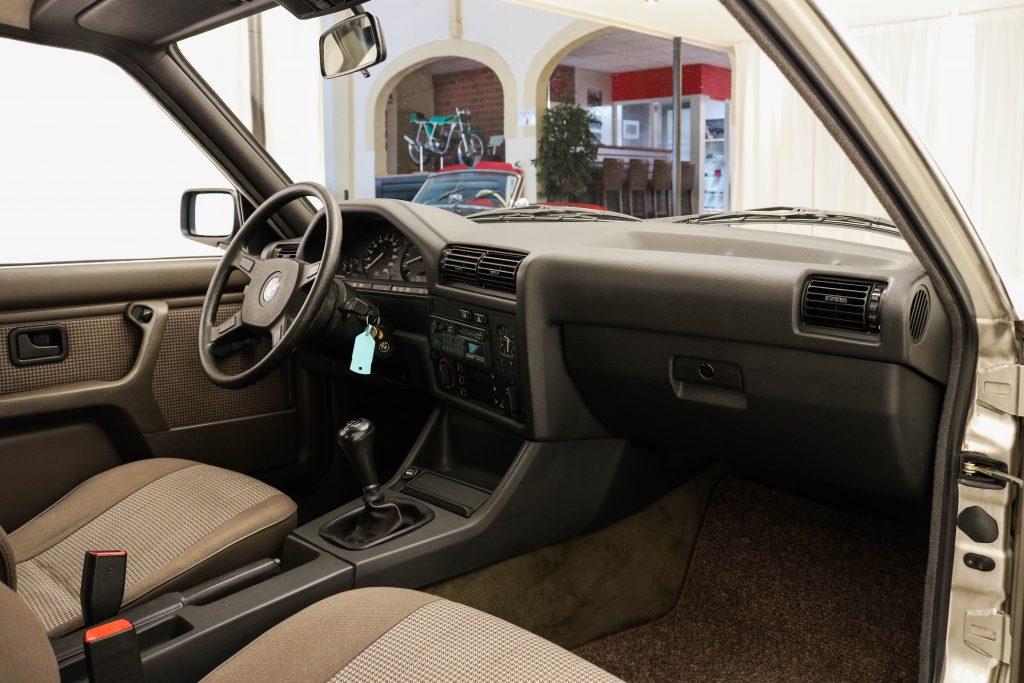 BMW 320i E30 * Scheckheft * Original NL * 132 tkm *