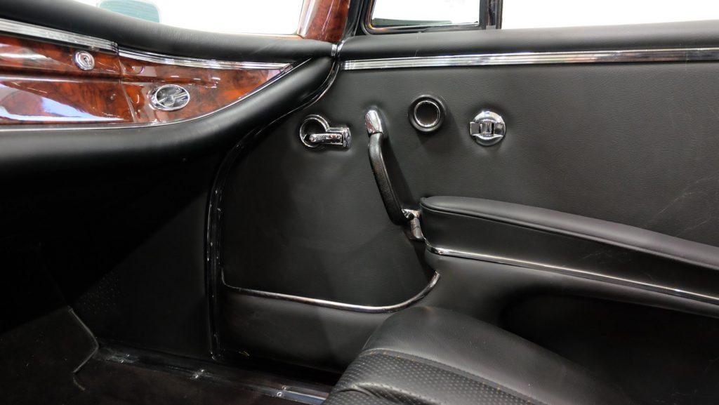 Mercedes-Benz 220 SE b, W 111