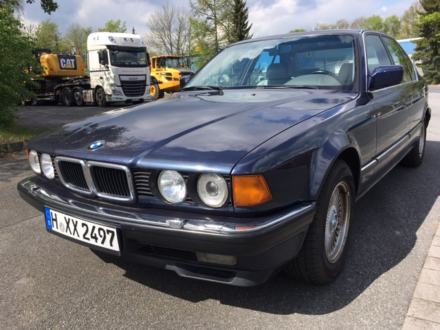 BMW 750 i der schöne 12 Zylinder von BMW in schöner Farbkombination