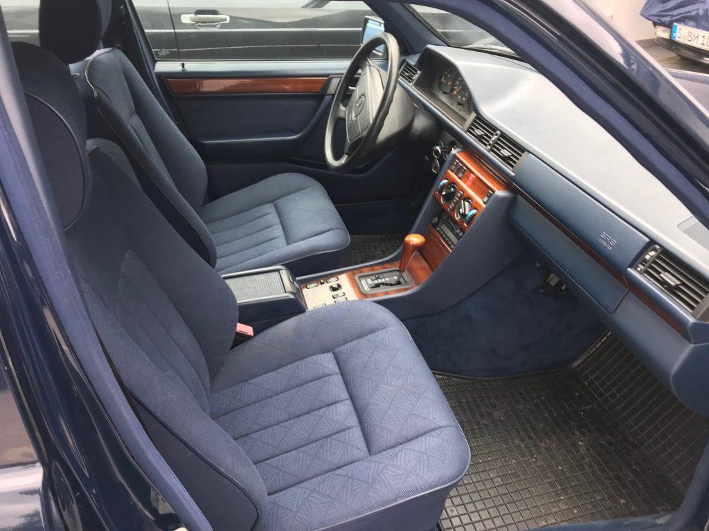 Restaurierter Mercedes S 124 Automatik in Dunkelblau 904 aus Sammlerhand