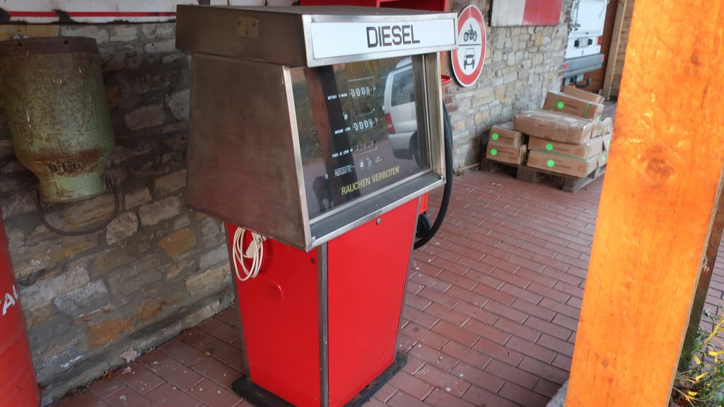 Zapfsäule , Tankstelle ,  Petrol Pump, Ölsammelstation