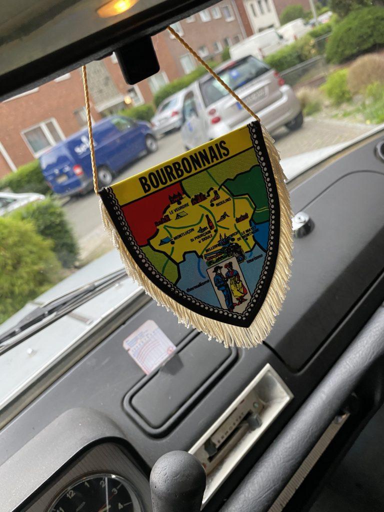 Peugeot 404 1.6 i - Limousine  mit Patina aus Frankreich mit Schiebedach