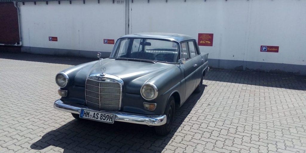 Mercedes Benz Heckflosse 200 D mit Schiebedach und TÜV 7/2022