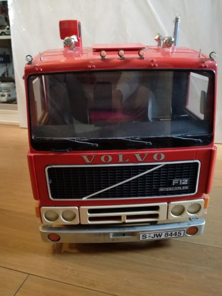 VOLVO Truck F12 intercooler from POCHER in scale 1:8, complete build up with some modifications