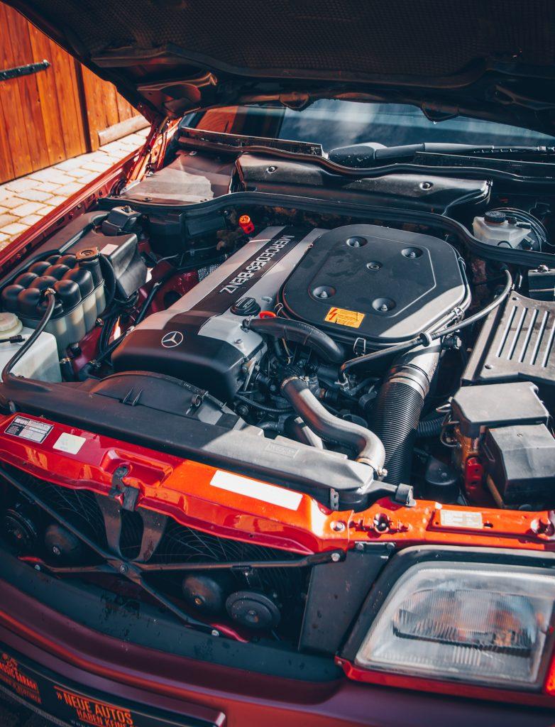 1992 Mercedes 300SL-24V aus 1. Hand, almandinrot