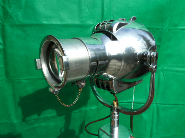 HISTORISCHE LAMPEN / SCHEINWERFER-THEATERSCHEINWERFER-BÜHNENSCHEINWERFER-DEKORATION-VINTAGE-LIVING