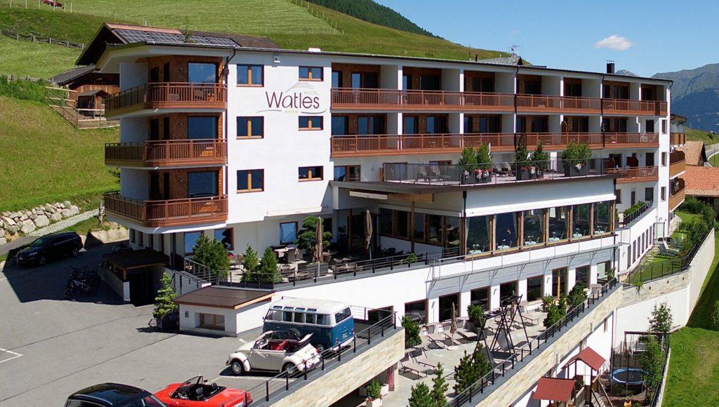 Exklusives Online-Marktplatz-Messeangebot: Vinschgau Deluxe HistoTour: Oldtimerwandern rund um die Ortler-Gipfel